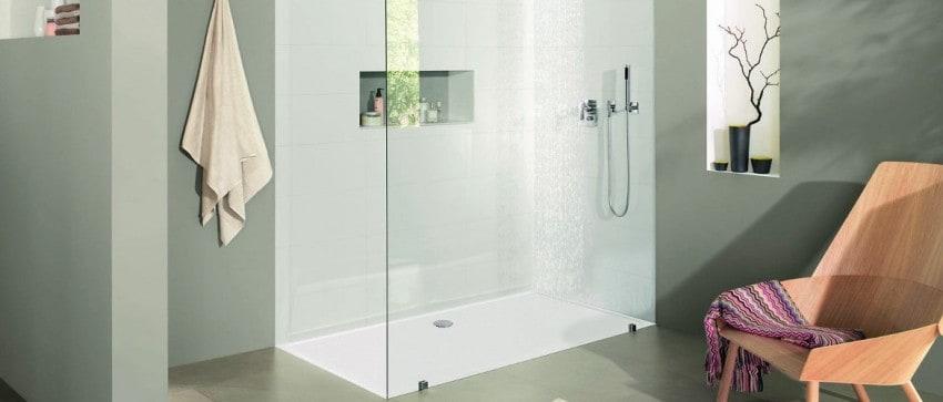Salle de bains contemporaine. Bac de douche sur-mesure. Ultra-plat ...